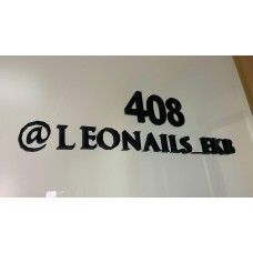 Цифры, надпись, логотип на дверь офиса